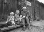 Docksamlaren i Yttersta Tvärgränd - Il bambolaio di Yttersta Tvärgränd - Stoccolma 1970 - Foto Enzo Nocera - © Laudie Nocera