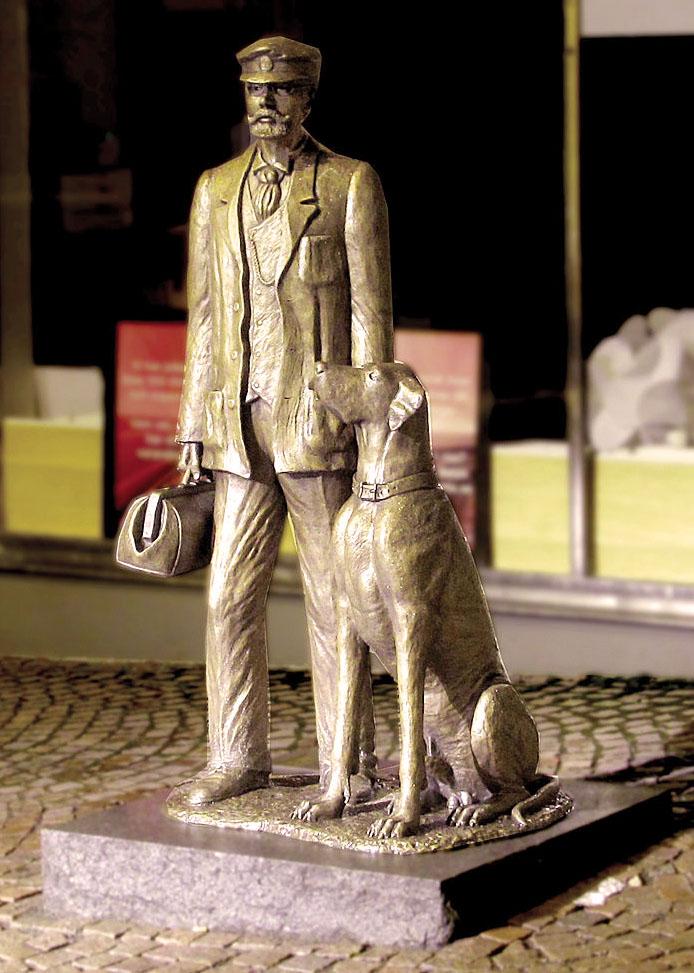 Statua di Axel Munthe ad Oskarshamn con il fedele cane Puck - Artista: Anette Rydström - 2012