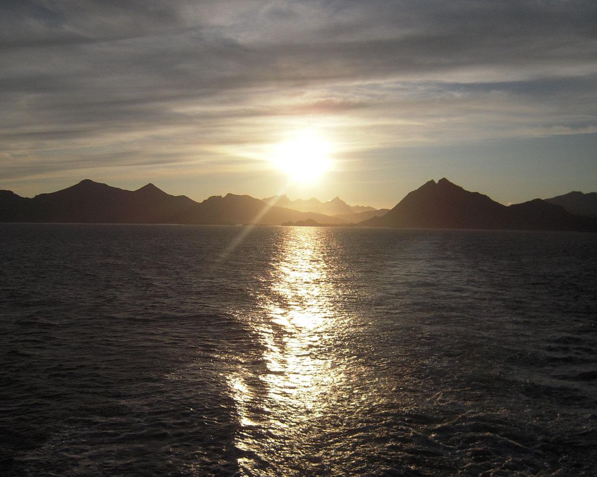 Il sole di mezzanotte alle isole Lofoten