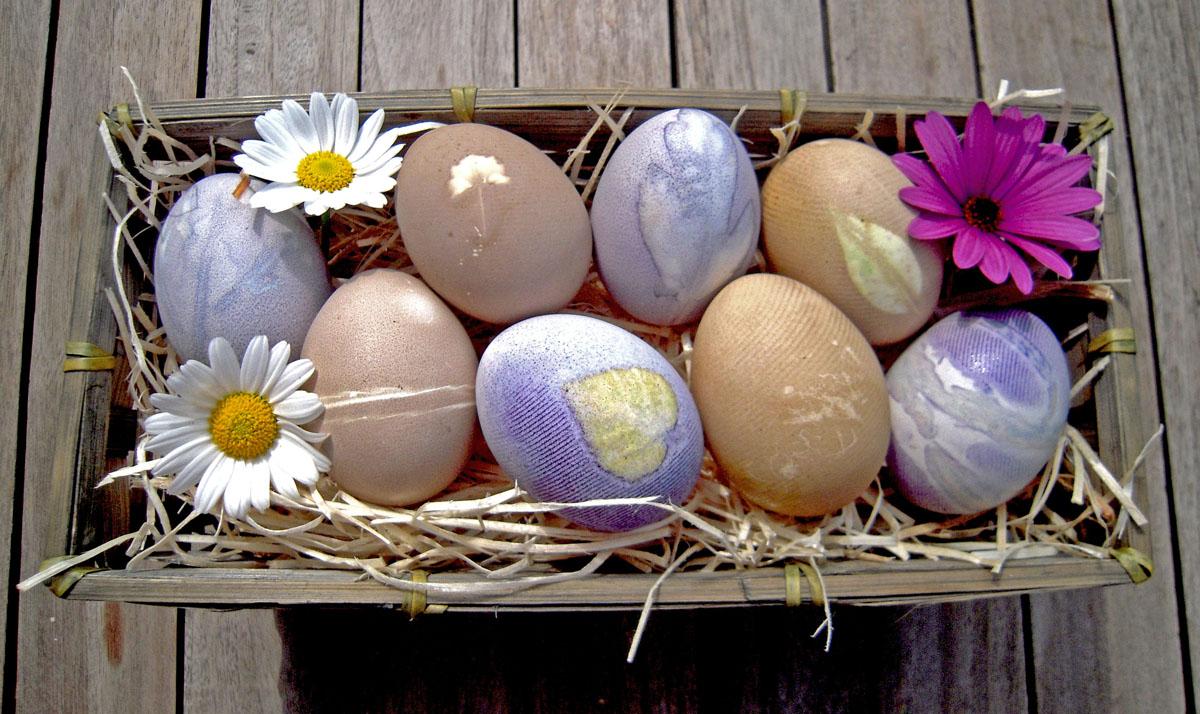 Naturfärgade påskägg