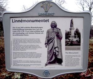 Linné - didascalia monumento a Stoccolma